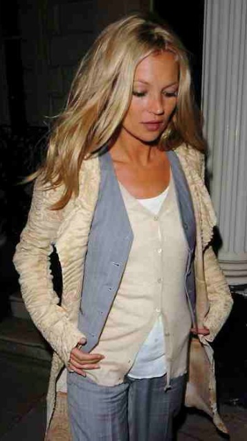 Kate Moss adds layers to flatter her chest