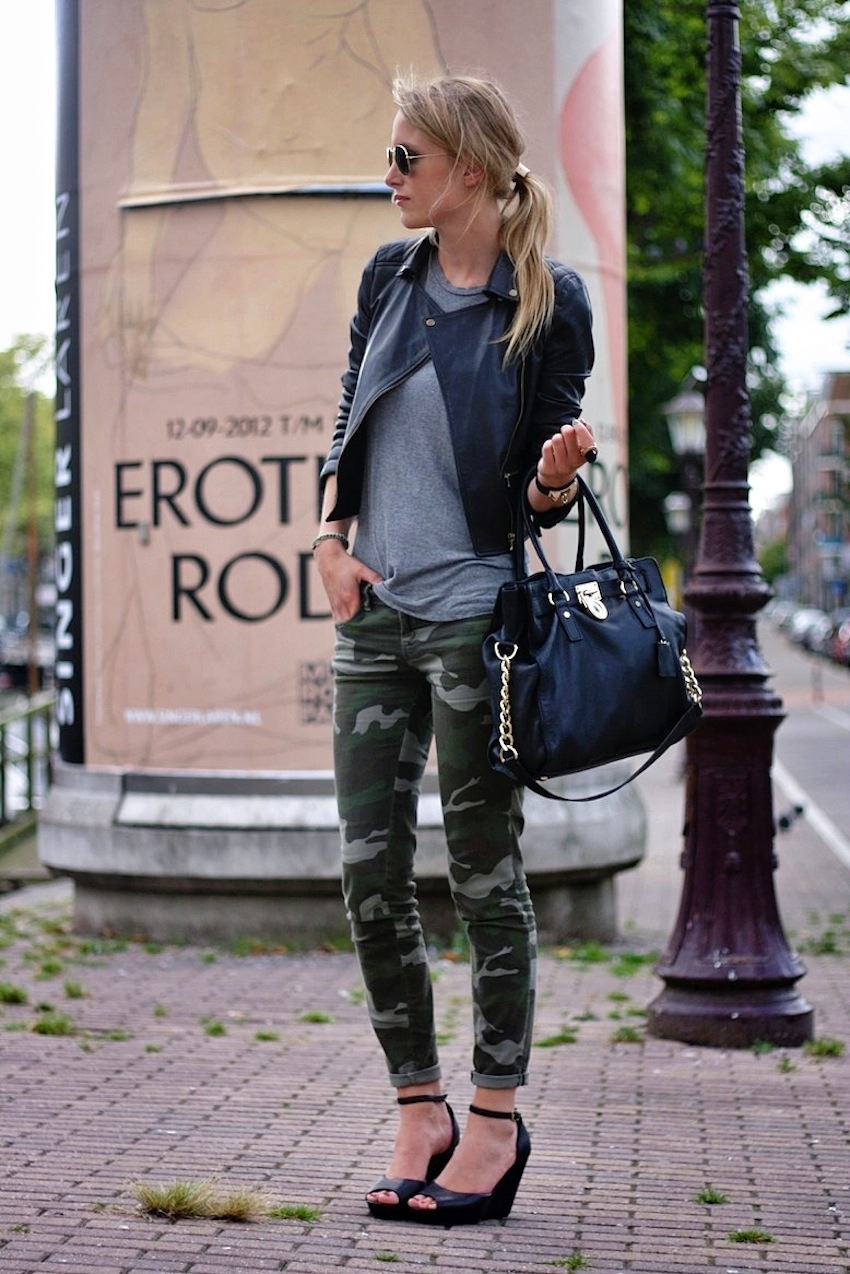 grey t with camo