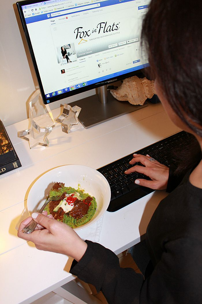 eating while facebooking
